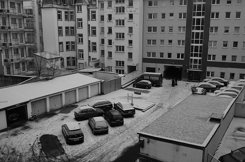 Hinterhof. Erster Schnee 2009