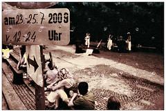 ... rollei redbird in linz ... (Norbert H.) Tags: analog 35mm linz olympusom2 pflasterspektakel missglckt falschfarben strasenmusiker strasenfestival sommer2009 rolleiredbid