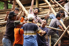 IMG_2138 (UPC (Urban Poor Consortium)) Tags: bali indonesia construction community bamboo workshop bambu upc builder klungkung sidemen tukang iseh