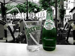 Perrier (wolfgangp_vienna) Tags: france green blackwhite bottle frankreich village grn flasche bayonne perrier mineralwater mineralwasser saintjeandeluz stjeandeluz pyrnesatlantiques schwarzweis kleinstadt golfvonbiskaya