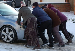 Community Spirit (Janna78) Tags: white snow car community kindnessofstrangers audisarentverygoodinthesnow