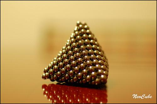 neocube_pyramide