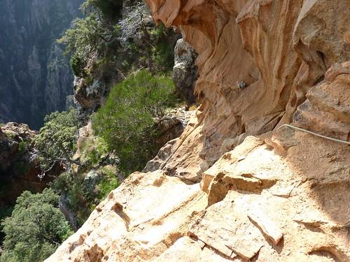 Vire du Castellu : vue depuis le 3ème étage des ruines médiévales (corde d'assurance)