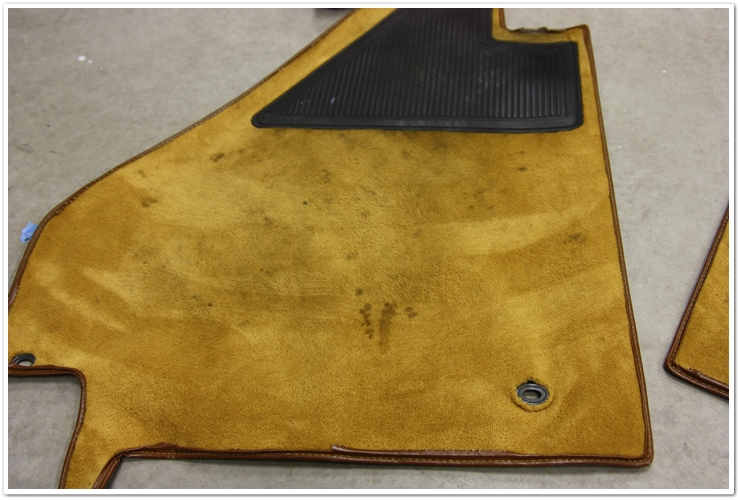 Ferrari 355 GTS dirty floor mats