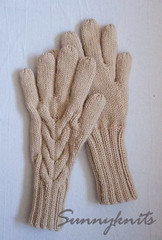 Cabled gloves
