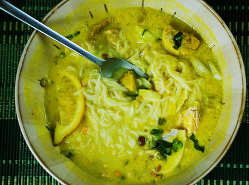 Burmese Chicken and Noodle soup 2/2