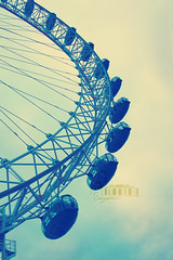 (- M7D . S h R a T y) Tags: uk sky unitedkingdom side londoneye days valentinesday wordsbyme london2010 ®allrightsreserved™