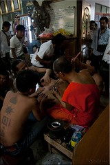 Calm Work (long) (Ursula in Aus) Tags: tattoo thailand yantra tattooing waikhru nakhonpathom นครปฐม ประเทศไทย sakyant tattoofestival รอยสัก watbangphra nakhonchaisi earthasia nakhonchaisri totallythailand วัดหลวงพ่อเปิ่น ครู รูปสัก วัดบางพระ ลายสัก สักยันต