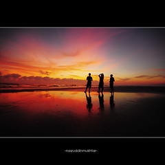 Three Stooges (-nasruddinmukhtar-) Tags: silhouette sunrise nikon sigma malaysia 1020mm dm nationalgeographic nipah kelantan  d90 wetreflection bachok miniouting flickrswarmlighting digitalmukmin nasruddin nasruddinmukhtar pantaichat kelantanindah chaletshawal sunandsilhouette aduhhwatnyaknyokokramsumgusssss