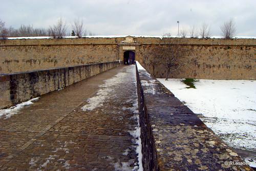 Puerta del Socorro, que da acceso al interior de la Ciudadela desde el parque de la Vuelta del Castillo.