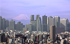 Shinjuku Skyline from Bunkyo Civic Center (Sarmu) Tags: city wallpaper urban mountain mountains building japan skyline architecture skyscraper observation tokyo highresolution shinjuku downtown cityscape view skyscrapers widescreen landmark icon 1600 mountfuji highdefinition resolution  1200 cbd hd wallpapers iconic bunkyo   kanto 1920 mtfuji vantage 2010 observationdeck vantagepoint ws 1080 1050 720p 1080p urbanity 1680 720 2560  bunkyociviccenter sarmu thebunkyociviccenter