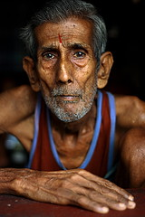 old eyes | Kolkata (arnabchat) Tags: old portrait india man face look eyes dof explore wrinkles favs kolkata bengal calcutta bangla westbengal 50f18 tilak ghaat lifeinindia arnabchat arnabchatterjee