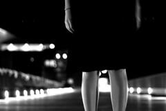[フリー画像] [人物写真] [女性ポートレイト] [ドレス] [モノクロ写真]       [フリー素材]