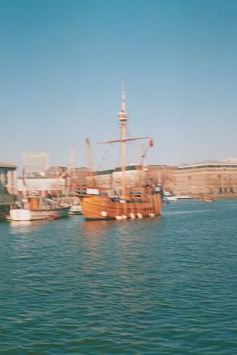 old film water bristol boat moving wooden harbour iso400 sunny ishootfilm analogue tallship thematthew sprinty kodakcolorplus dichohecho kingregulasprintybc tescofilmprocessingscans