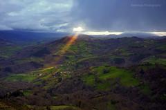 Borines (Rawlways) Tags: light sky landscape nikon ray natural asturias d300 piloña