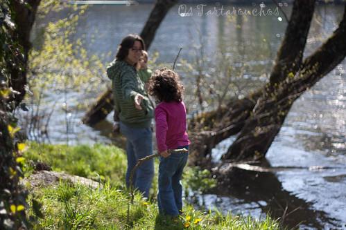 no río en familia