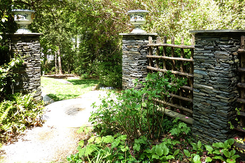 P1010627-2010-04-11-Buckhead-In-Bloom-Clement-Ford-Garden-Sticks-Stones-Porceleans