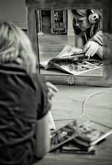 Pause-dej' (  Pounkie  ) Tags: portrait bw music selfportrait reflection me sepia self mirror autoportrait grain moi explore reflet reflect flou profil noirblanc  miroirmonbeaumiroir pounkie dfiself valideparjrme