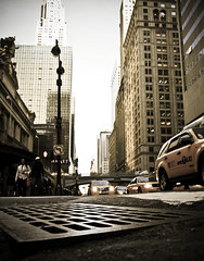 Watching NY from a rat's eyes (_Franck Michel_) Tags: new york city urban building yellow jaune cab taxi bouche manhole ville urbain égout