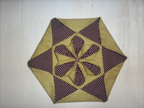 Origami tecido flor hexagonal 001 by Teciclando artes em tecidos