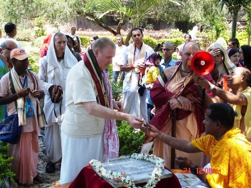 H H Jayapataka Swami in Tirupati 2006 - 0021 por ISKCON desire  tree.