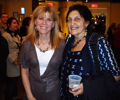 Dr. Danielle Perreault (gauche) avec Erica Pomerance
