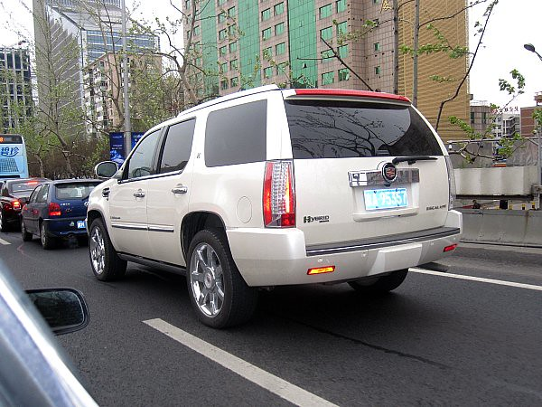 china street new white streets car beijing cadillac hybrid suv spotting escalade