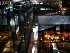 駅で Downstairs