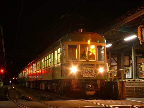 江ノ電305F+501F稲村ヶ崎行き最終電車@稲村ヶ崎