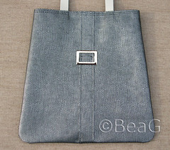 BeBENL bag (tas) nr. 4 (Made by BeaG) Tags: black silver bag grey design handmade unique 4 gray vinyl tas zwart buckle handbag grijs shoulderbag handmadebag zilver handtas beag gesp indiedesigner uniquedesign indieartist schoudertas reptileprint designedandmadebybeag uniekontwerp ontworpenengemaaktdoorbeag handgemaaktetas zilverkleurig bebenl reptielenprint