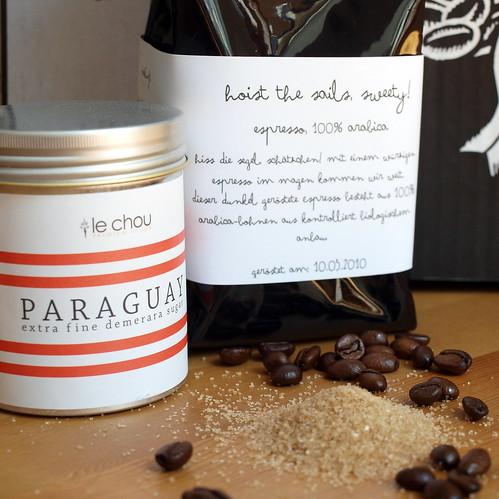 Brauner Zucker und Espresso 100 % Arabica
