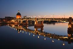 Presque nuit (lyli12) Tags: france nikon reflet dome pont toulouse nuit garonne d3000