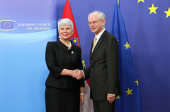 Croatian Prime Minister Jadranka KOSOR (left) is welcomed by European Council President Herman Van Rompuy in Brussels, 11th June 2010 (Photo: europeancouncil/flickr)
