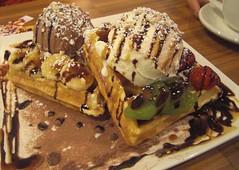 Let's WAFFLE! (chereneo) Tags: japan dessert tokyo cafe chocolate strawberries delicious icecream 日本 東京 kiwi waffles raspberries shinokubo 新大久保 koreancafe princecoffee