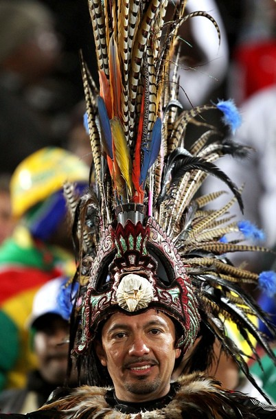 Mundial Sudáfrica hinchas mexicano usando plumas