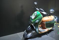 Salon de l'auto 2010 - Mini Scooter E-Concept (JDutheil-Photography) Tags: paris de nikon scooter mini versailles cooper salon porte nikkor grip motorshow 2010 mondial 1870 d60 lauto lautomobile econcept phottix