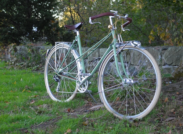 in september of last year i met bryan hollingsworth who is the framebuilder behind royal h cycles and asked him to make me a custom mixte frame in the - Mixte Frame