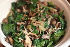Straw Mushroom and Spinach Stirfry