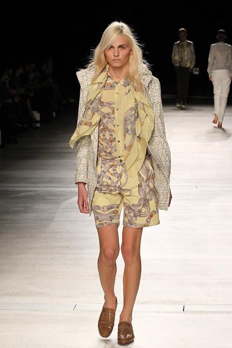 Andrej Pejic3067_SS11_SS11_Tokyo_DRESSCAMP(Fashionsnap)