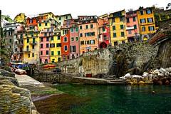 RIOMAGGIORE (ala_j22) Tags: italia liguria cinqueterre colores europa poblados pueblos pescadores puerto spezia riomaggiore
