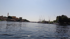 Felucca ride through Aswan (Rckr88) Tags: feluccaridethroughaswan felucca ride through aswan egypt africa travel travelling water waves wave reflections reflectionsofthenile reflection rivers river nile nileriver thenileriver upper upperegypt nubia outdoors boats boatsonthenile boat