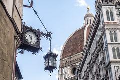 L'ora a Firenze (ipomar47) Tags: firenza florencia italia pentax k20d reloj clock lamppost streetlight streetlamp ruby5