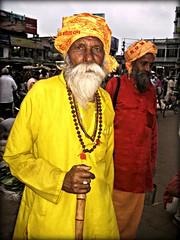 India - Orissa - marzo 2008 (anton.it) Tags: travel india man canon photo colore digitale uomo giallo fotografia 1001nights orissa viaggio barba turbante tempio tunica jellow indianpeople flickraward antonit flickrtravelaward