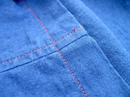Contrast topstitching
