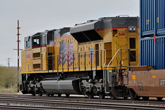Union Pacific EMD SD70ACe 8461 serving as a distributed power helper (remotely controlled from the lead locomotives at the front of the train), assists an eastbound container train departing Tucson Yard, December 28, 2009 (Ivan S. Abrams) Tags: railroad chicago phoenix up train losangeles illinois nebraska tucson railway trains unionpacific railways e9 e8 uprr sd402 sw1500 sd40 gp402 sd70m c449w es44ac mp15dc bensonarizona northplattenebraska sybilarizona ivansabrams pimacountyarizona cochisecountyarizona davidsoncanyonarizona lacienegaarizona abramsandmcdanielinternationallawandeconomicdiplomacy ivansabramsarizonaattorney ivansabramsbauniversityofpittsburghjduniversityofpittsburghllmuniversityofarizonainternationallawyer