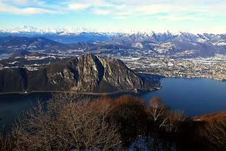 2009 12 27 Lanzo d'Intelvi, Lugano il Lago di Lugano, il Lago Maggiore, il Monterosa e le Alpi viste dalla Signognola (balcone d'Italia)