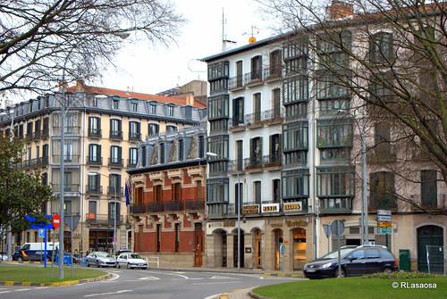 Fachadas de casas en la calle Navas de Tolosa