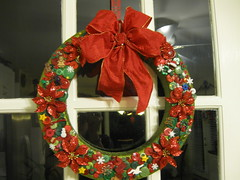 Christmas Button Wreath (Sabronx) Tags: christmas red green buttons wreath bow button buttonwreath