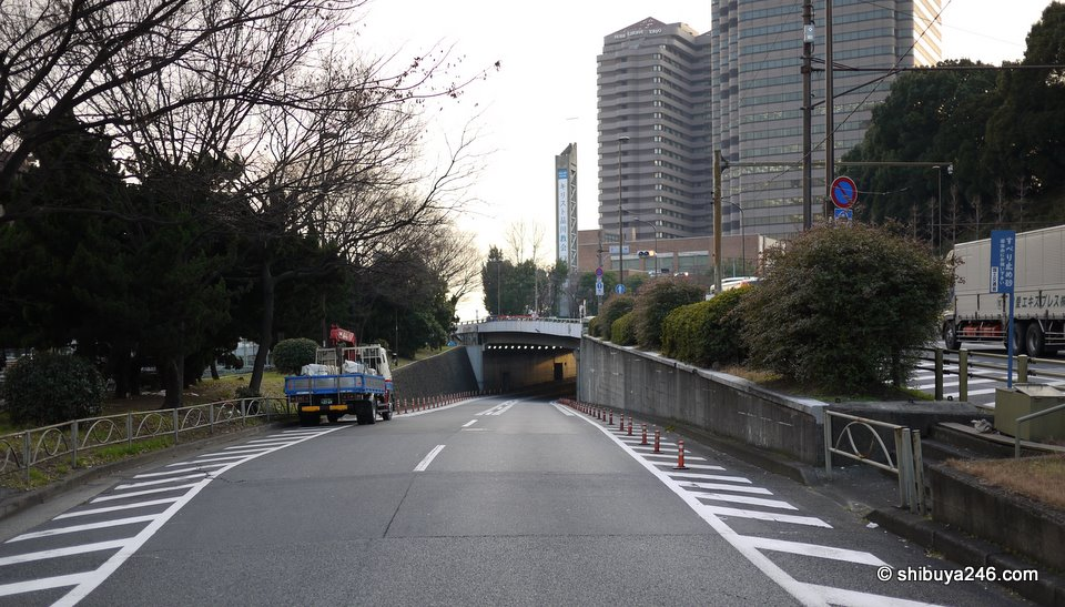 The road on the left cuts back under the one on the right. You can see the Gotenyama Trust Towers in the background as well.