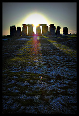 Sun behind the Stones (Cheng I) Tags: winter sunset england sun snow english heritage stone ray solstice stonehenge henge chengi